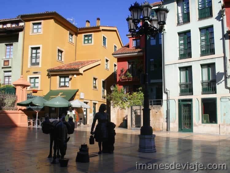 Estatuas Oviedo Plaza Trascorrales