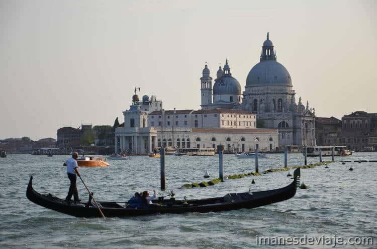 Como moverse por Venecia_Gondola2
