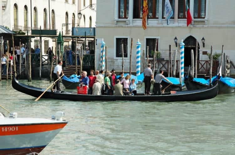 Como moverse por Venecia_Traghetto