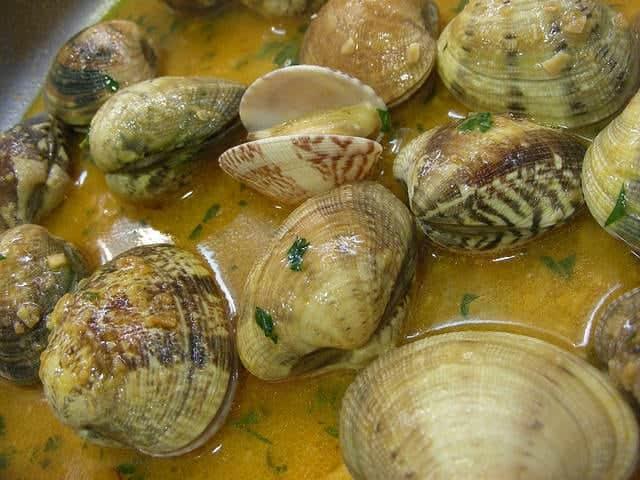 Platos típicos de Cantabria gastronomía almejas a la marinera
