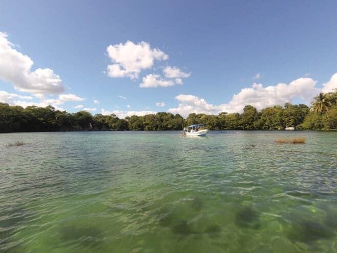 visitar la laguna de bacalar mexico