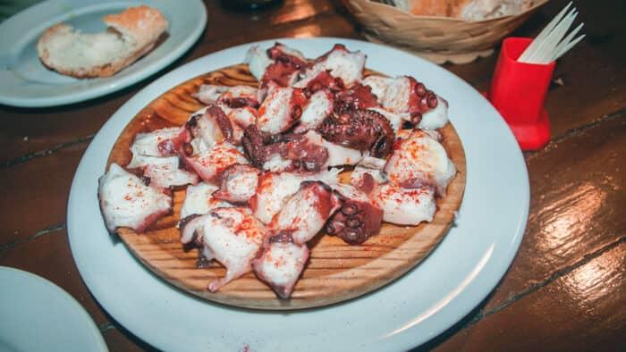 pulpo a la gallega plato tipico de galicia