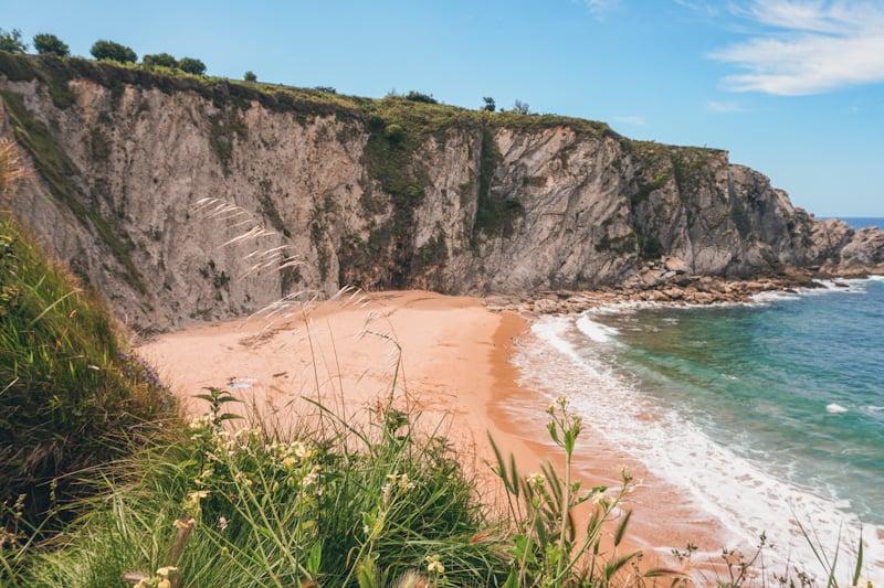 playa de covachos costa quebrada