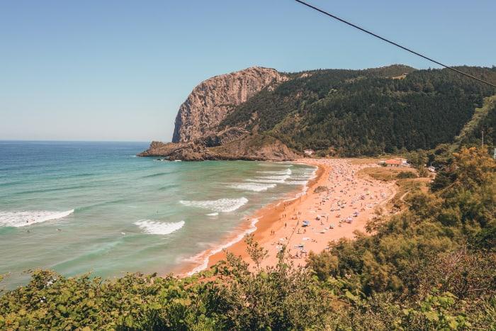 playas que ver cerca de castro urdiales playa de la laga